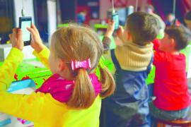 Kinder_hängende_Handys