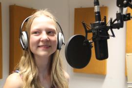 Mädchen_Kopfhörer_Hörfunk