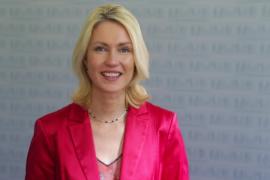 Bundesfamilienministerin Manuela Schwesig ruft Kinder und Jugendliche zur Teilnahme am Deutschen Multimediapreis mb21 auf.