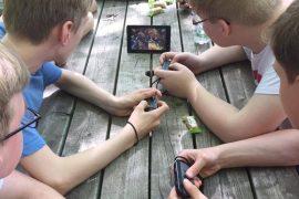Jungs mit Nintendo Switch