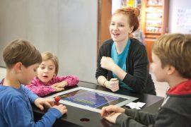 Kinder mit Pacman